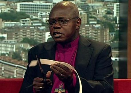 sentamu-cutting-up-his-collar.jpg